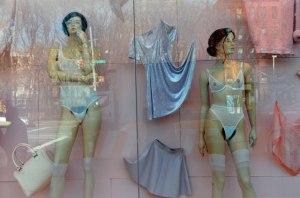 Belle, sexy et poilue : le nouveau concept des mannequins American Apparel
