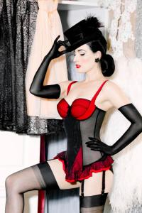 Dita Von Tease effeuillage burlesque