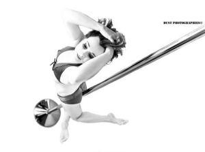 Delphine Plume Pole Dance